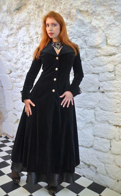 Manteau tres long cintre femme